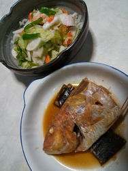 鯛の煮つけとサラダ